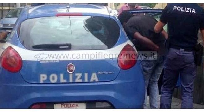 QUARTO/ Fugge a posto di blocco della Polizia, manette ad un 18enne per droga