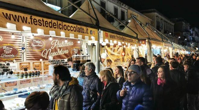 """POZZUOLI/ Boom di visitatori alla """"Festa del Cioccolato"""" tenutasi nel week end in piazza - LE FOTO"""