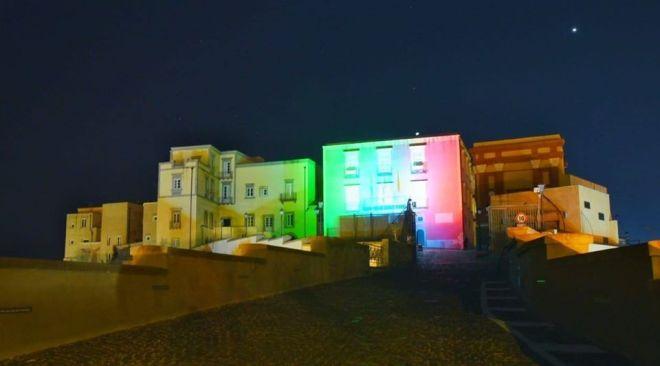 POZZUOLI/ Palazzo Migliaresi questa sera con le luci del tricolore dell'Italia