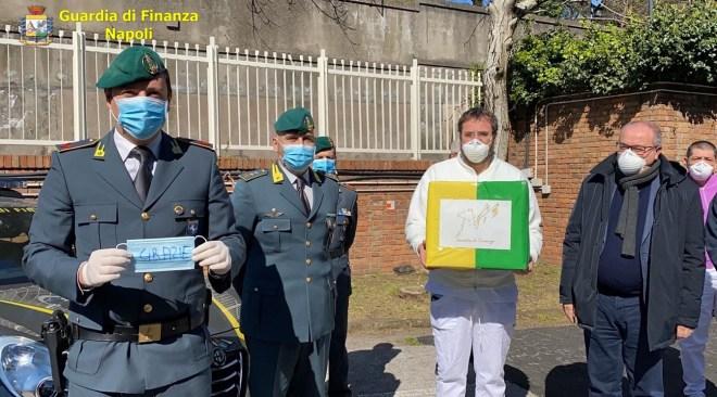 La Guardia di Finanza consegna 600 mascherine all'Azienda Ospedaliera dei Colli - LE FOTO