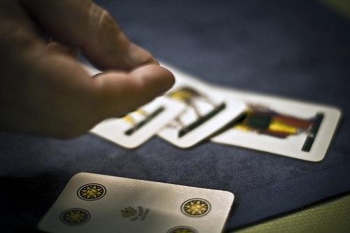 Carabinieri multano 4 amici che si erano riuniti per giocare a carte