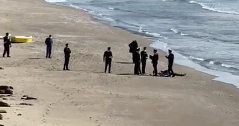 ULTIMORA/ Cadavere ritrovato sulla Spiaggia Romana a Bacoli, indagano i carabinieri