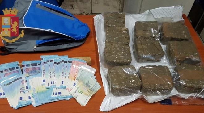 Sulla Tangenziale, con 5 kg di hashish, ad alta velocità: arrestato un 45enne
