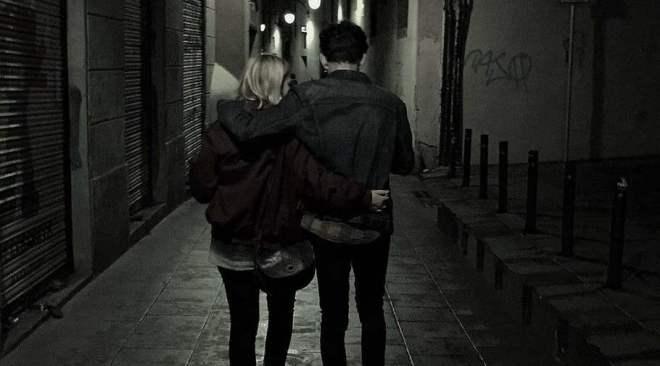 BACOLI/ Marito e moglie in pigiama mano nella mano per strada ieri notte: multati