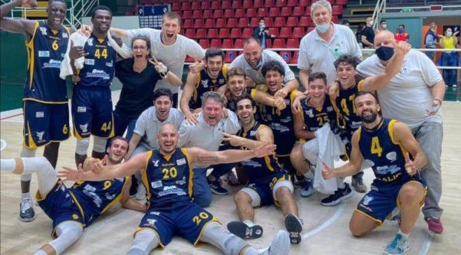 Basket| La Virtus Pozzuoli è salva! Il pala Del Mauro si colora di gialloblu e Pozzuoli vince 65-72