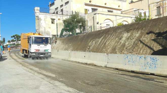 Via Pergolesi riapre al traffico: messo in sicurezza il muro del carcere crollato