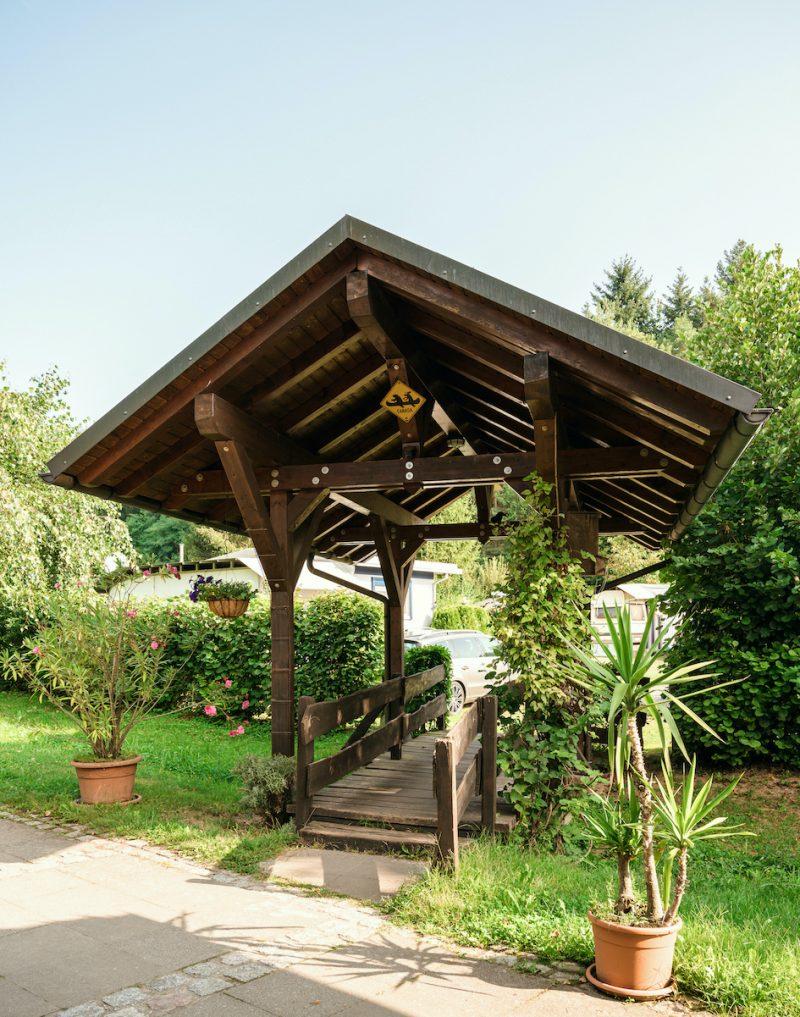 Brücke auf dem Nibelungen Campingplatz