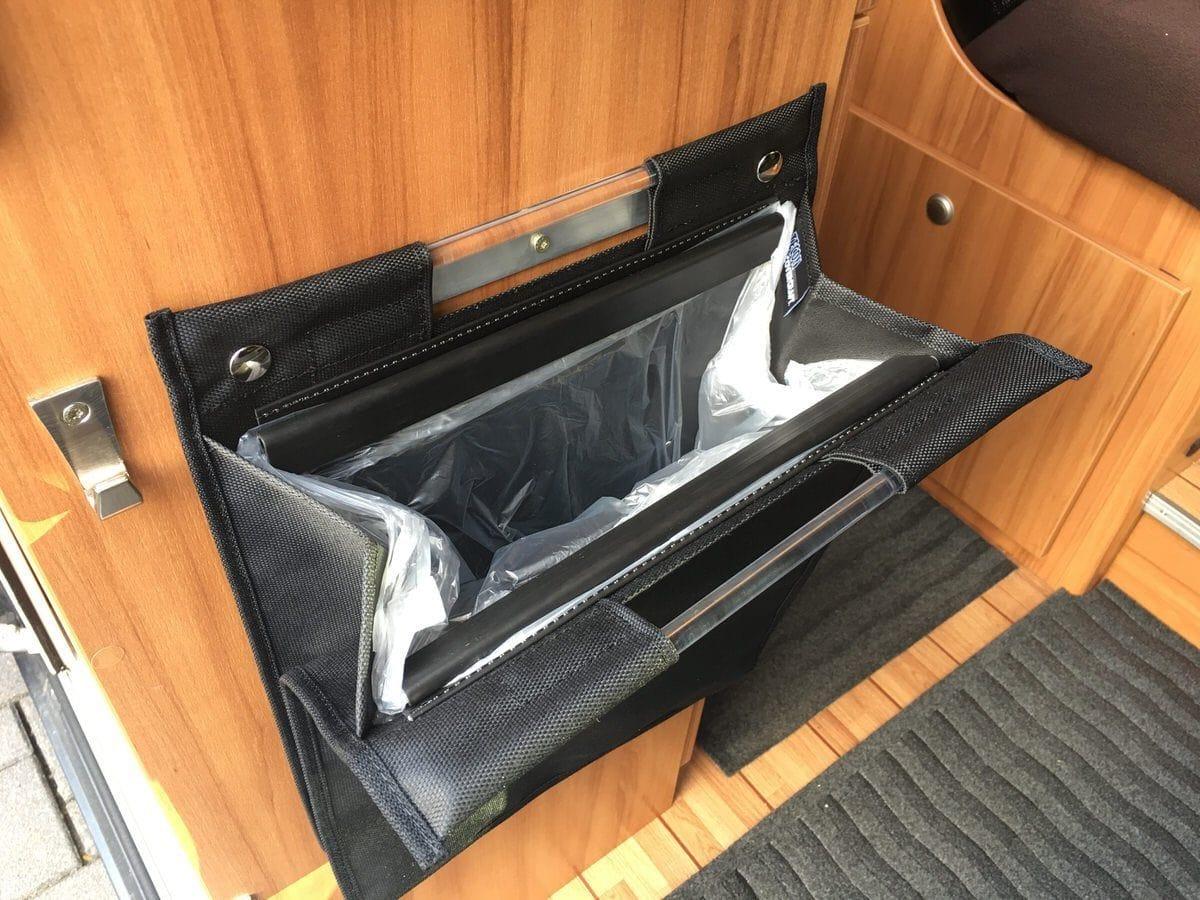 m lleimer tasche mit magnetverschluss f r den kastenwagen. Black Bedroom Furniture Sets. Home Design Ideas