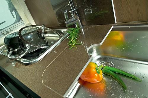 Kjøkkenbenken i bobilen