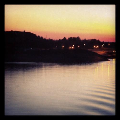 Arsvågen bobilparkering ved solnedgang..