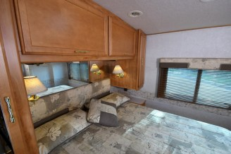 Winnebago_Sightseer_33L-14