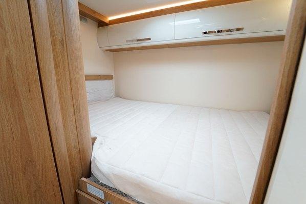 Horon Go 94 XT. Ici sur le profilé 94 XT, mais aussi sur la capucine 90 M, le lit transversal est réglable en hauteur.