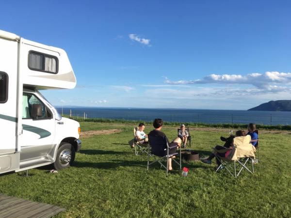 Famille en camping