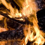 Close up of an campfire at night glowing flames
