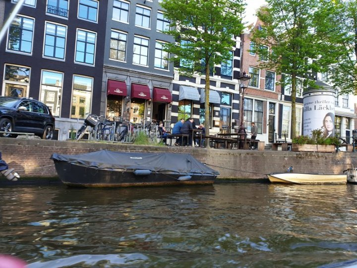 Many cafes set up canal-side tables so people can enjoy water views.