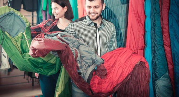 Sleeping-bag-shopping (Shutterstock, lakov Filimonov)