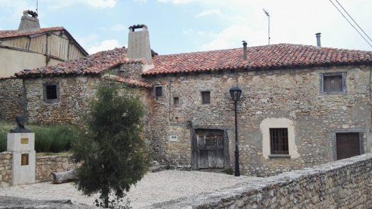 Plaza con el busto de Almanzor