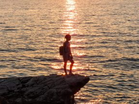 silhouette-of-girl-in-the-sunset
