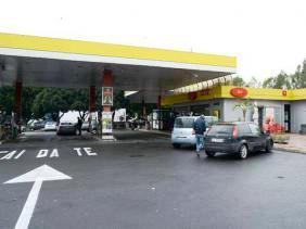Catania, rapina con sparatoria al distributore: Morto un bandito, ferito gravemente 15enne