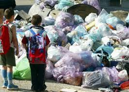 rifiuti e bambini