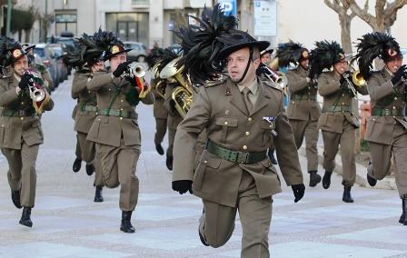 23 ottobre 2017 -Conferimento alla Bandiera di Guerra del 6° Reggimento Bersaglieri di Croce di Cavaliere Ordine Militare d'Italia: Le Congratulazioni del Commissario al Tenente Colonnello Agostino Piccirillo