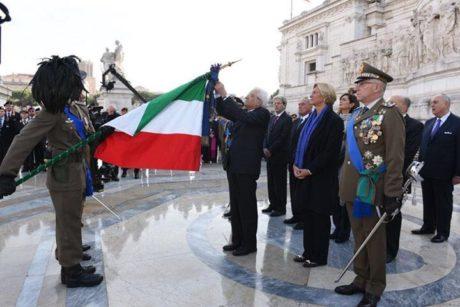 Trapani. Il Presidente della Repubblica conferisce la più alta onorificenza militare alla Bandiera del 6° Reggimento Bersaglieri [FOTO & VIDEO]