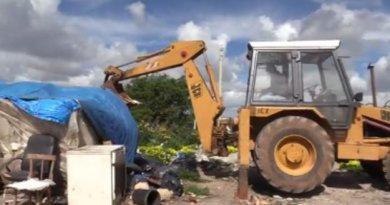 Campobello, al via demolizione baracche dei migranti