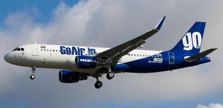 Panico in volo: confonde la porta del WC con quella di uscita dell'aereo durante un volo GoAir