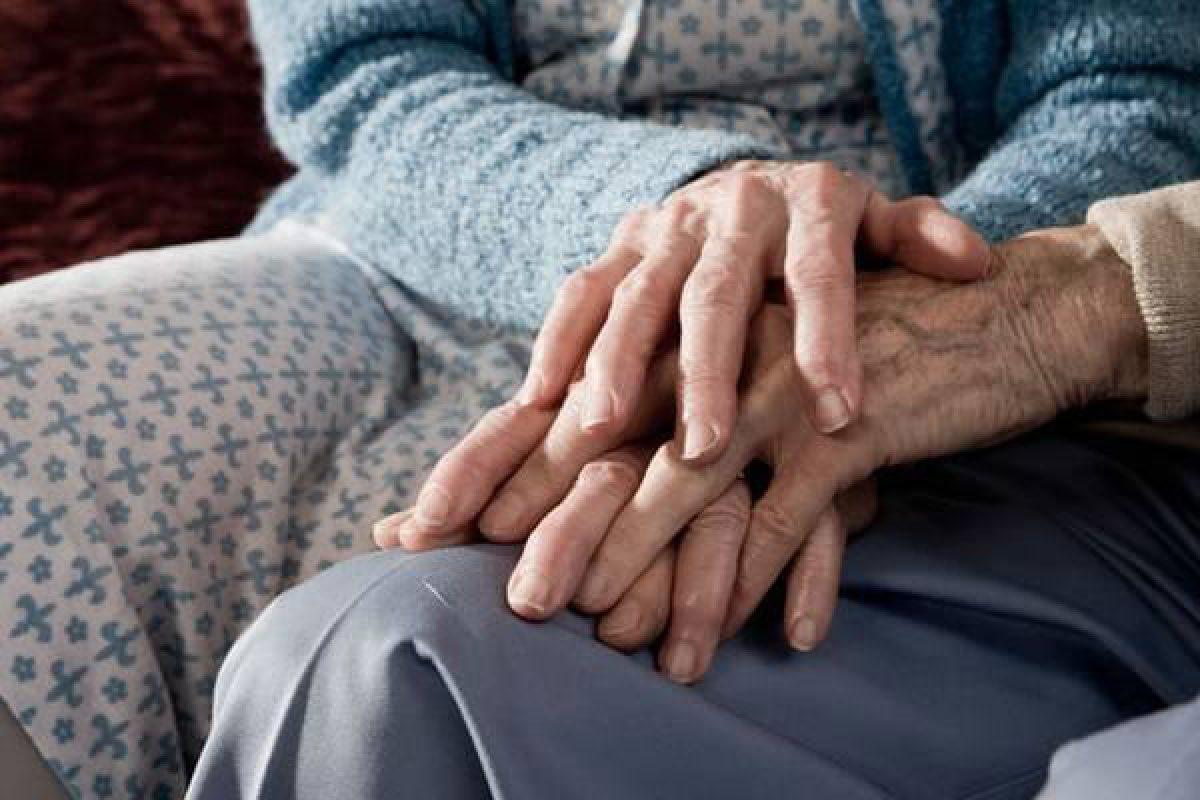 Rimini, sesso con l'amante di 85 anni. Denunciato
