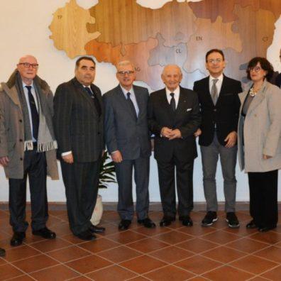 La delegazione comunale con il prefetto, il prof. Giacalone e l'associazione Ancri