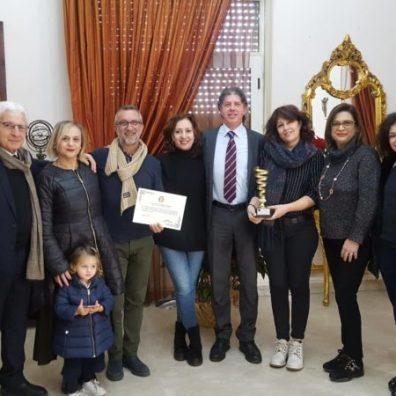 Consegna riconoscimento associazione Arte e Teatro - foto di gruppo
