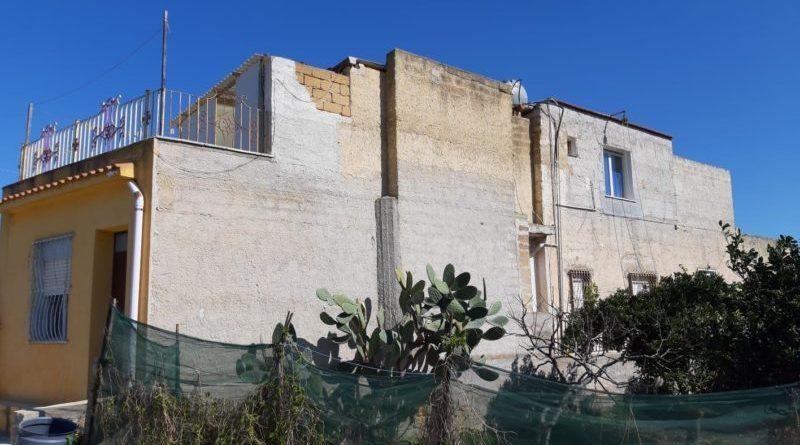Campobello. La Polizia Municipale accerta un abuso edilizio in pieno centro cittadino