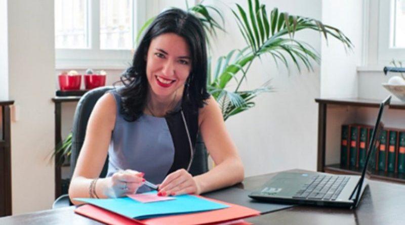 """Scuola, Azzolina firma l'ordinanza: """"Al via le nuove graduatorie provinciali per le supplenze""""."""