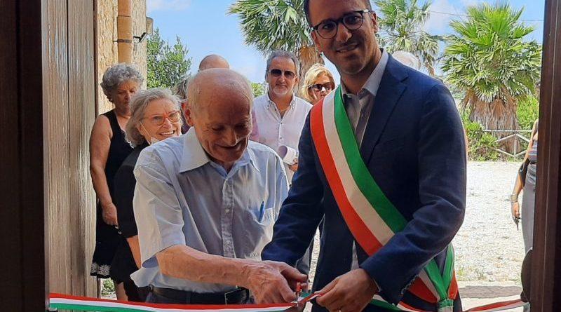Valderice, l'artista Giuseppe Canino dona al Comune, oltre 180 dipinti