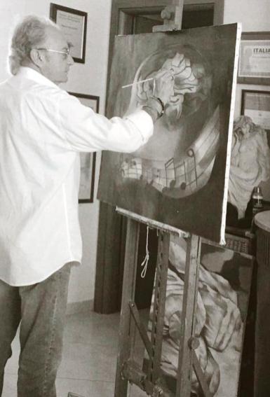 Gaetano Salerno nel suo studio