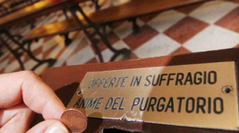 Svuota la cassetta delle offerte e minaccia il parroco