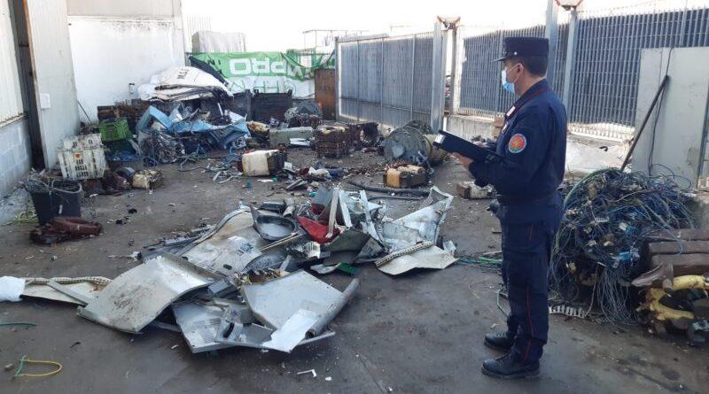 Blitz nell'azienda dei rifiuti, scattano i sequestri: in 6 nei guai