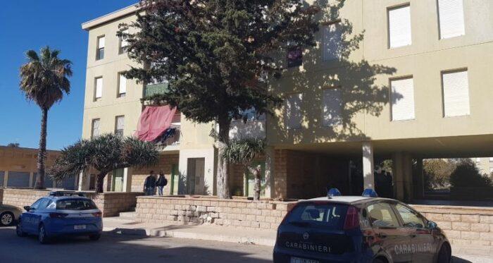 Si barrica in casa con figlio di 4 anni e minaccia suicidio