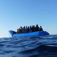 Soccorso dalla Guardia Costiera un barchino al largo di Mazara del Vallo