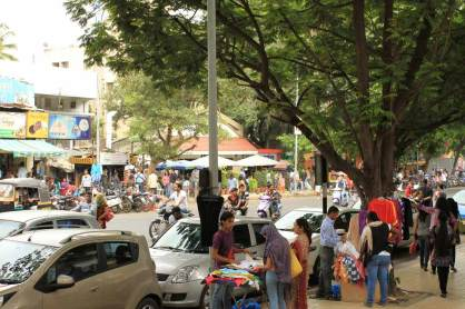 FC-Road-Pune-Shops-Crowd-and-Rush
