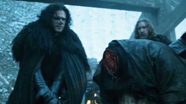 JonSnow-executing-Janos-Slynt-at-Castle_Black-death-sentence