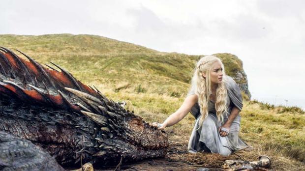 GOT-510-Finale-Daenerys-with-Drogon-in-the-Dothraki-Sea