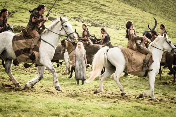 GOT510-Finale-Daenerys-Meets-Khalasar-in-Dothraki-Sea