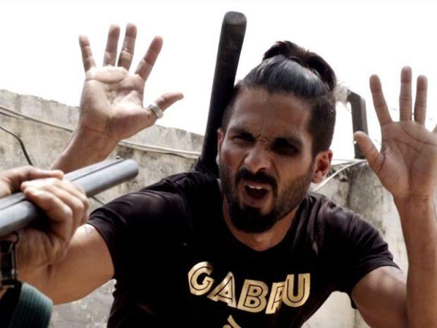 Udta-Punjab-movie-trailer-still-Shahid-Kapoor-beaten-black-eye