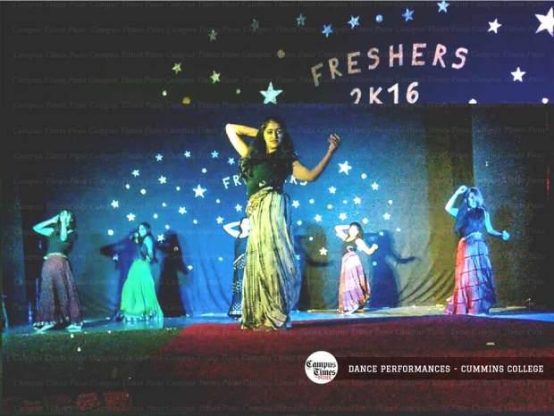 dancing-girls-cummins-college-pune-freshers-party