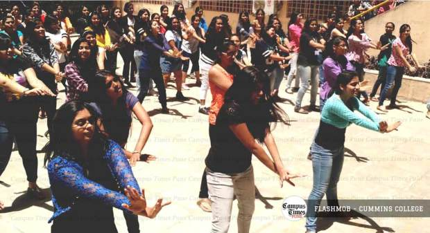 flashmob-cummins-college-pune-freshers-party