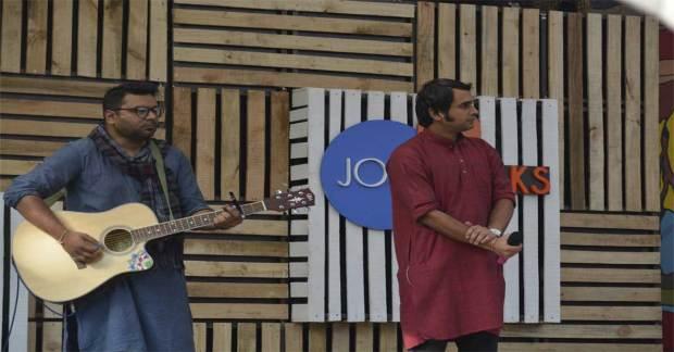 Guitarist-in-Josh-Talks-Pune