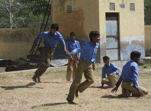 Boys_playing_Kho-Kho