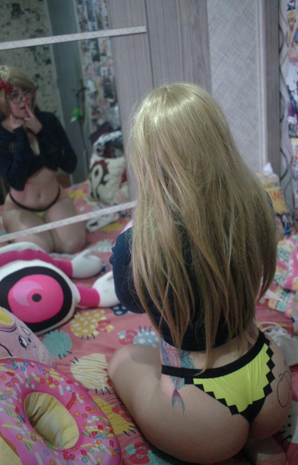 Camgirl cosplayer Naruko de calcinha