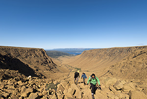 Hikers climbing the Tablelands © Parks Canada